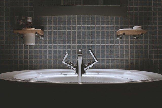 jak wyremontować małą łazienkę